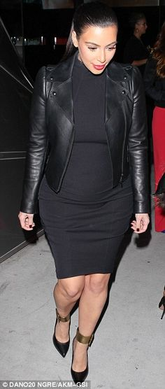 Pregnant Kim Kardashian soaks up some culture as she attends gallery opening in…