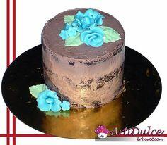 Mini naked cake de trufa con flores de fondant