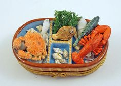 NEW FRENCH LIMOGES TRINKET BOX SEAFOOD BASKET WITH LOBSTER CRAB FISH SEASHELLS