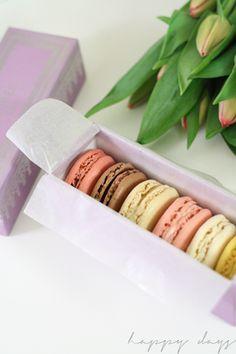 Valentine's Day macarons  @happydaysida