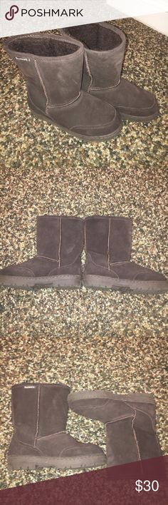 Bearpaw Brown Boots So comfy and warm! Great for the winter time. Bearpaw brand, has a few little scuffs but nothing too noticeable, have not been worn much (don't need them in the hot California weather, haha). They have a LOT of life left in them! Bottom of shoe says SIZE 7/8. Thank you for looking! Any questions, comments, offers or bundles are always accepted! :-) BearPaw Shoes Winter & Rain Boots
