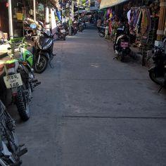 """""""hauptstrasse"""" koh tao village es gibt shops restaurants und einen sehr stylishen eissalon gleich beim pier #kohtao #islandfeeling"""