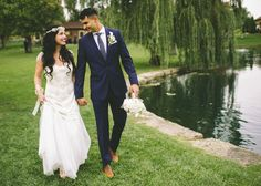 Can I just say, this groom's navy suit and light brown shoes are on point