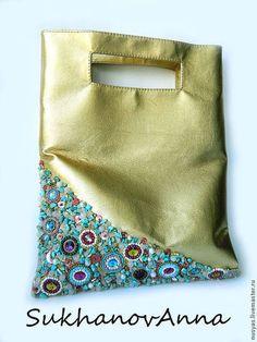 """Женские сумки ручной работы. Ярмарка Мастеров - ручная работа. Купить Сумка-клатч """"Нежность"""". Handmade. Золотой, Вышивка бисером Hobo Bag Tutorials, Postman Bag, Creative Bag, Embroidery Bags, Leather Flowers, Beaded Bags, Fabric Bags, Girls Bags, Handmade Bags"""
