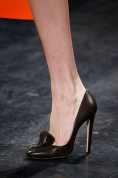 Well that's a classic black pump with a licking touch!