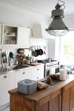 vintage, white, wood, industrial elements | Remonttikonsultti, osa 12: Kymmenen ideaa keittiöremonttiin - Isyyspakkaus | Lily.fi