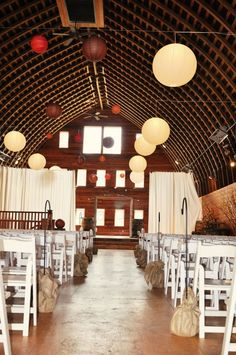 Barn wedding. Red barn studios, chehalis Washington.
