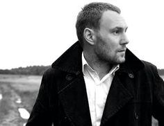 David Gray. a) one of the best singer/songwriters of all time. b) probably THE best dressed man in music.