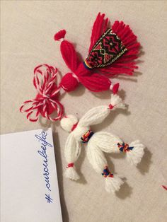 8 Martie, Yarn Dolls, Diy And Crafts, Artsy, Traditional, Embroidery, Christmas Ornaments, Crochet, Bracelets
