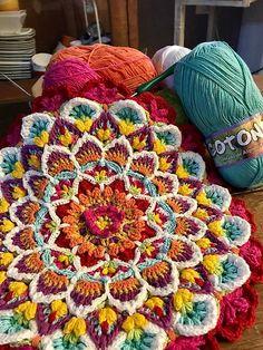 Ravelry  Wildflower Cushion Block pattern by Jen Tyler Alfombra Trapillo 133026a3709