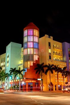 South Beach at night - and Collins South Beach Miami, Miami Florida, Miami Street, Miami Art Deco, Beach At Night, Empire State Building, Mansions, Architecture, House Styles