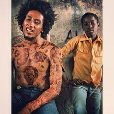 Celebridades com o corpo fechado de tatuagens (21)