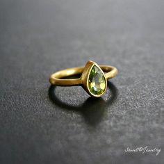 18K Gold Pear Peridot ring