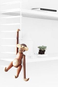 The monkey of Kay Bojesen, a cute deco icon to hang anywhere - Home Design & Interior Ideas