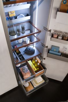 Pull-out drawers, wine cabinets, tailor-made shelves are made perfectly to fit your kitchen and provide you with the design functionality that will help you keep your kitchen organized. Snaidero USA Passpartout is the perfect storage solutions to maximize kitchen efficiency. #SnaideroUSA