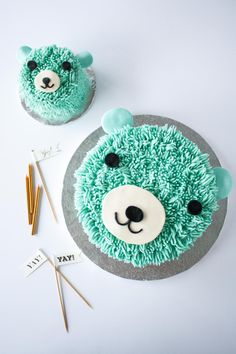 olivia-livforcake:  This super cute bear cake is perfect for a little one's birthday! The cake and frosting recipes are simple and the technique is surprisingly easy to do!