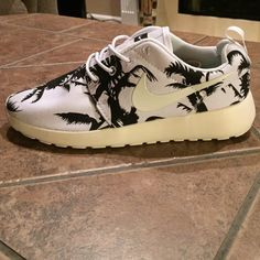 bbb187f97f85b Women s Custom Nike Roshe Run Shoes NEW! Brand new