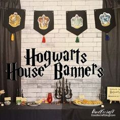 Hogwarts House Banner DIY! The perfect banner for the backdrop of your party | Harry Potter crafts | Harry Potter party decor | Harry Potter DIY | #HarryPotter