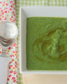 Hoy os proponemos un puré de espinacas y patata para los más peques de la casa. Todos conocemos que las espinacasestán llenas de vitaminas, minerales y qu
