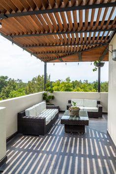 15 ideas de techos para terrazas ¡que te van a encantar! Terrace Decor, Terrace Garden Design, Rooftop Design, Balcony Design, Patio Design, Exterior Design, House Design, Casa Patio, Outdoor Pergola