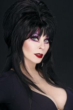 Cassandra Peterson - aka Elvira: Mistress of The Dark Cassandra Peterson, Elvira Makeup, Goth Beauty, Dark Beauty, Steam Punk, Elvira Movies, Kino Film, Goth Women, Sexy Women