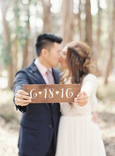 enregistrer la date engagement photoshoot signe / custom mariage date de panneau en bois.