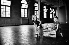 Familiefoto kinderfotografie zwart-wit Eindhoven. Foto door Marijke Krekels Fotografie