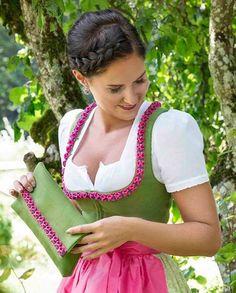 Risultati immagini per Dirndl Oktoberfest Outfit, Oktoberfest Clothing, Retro Outfits, Cool Outfits, Dirndl Dress, German Fashion, Mini Dress With Sleeves, Classy Women, Traditional Dresses