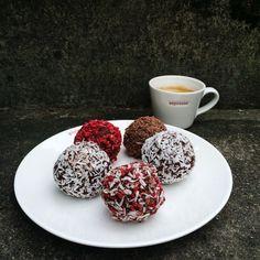 Chokoladerige romkugler (recipe in Danish)
