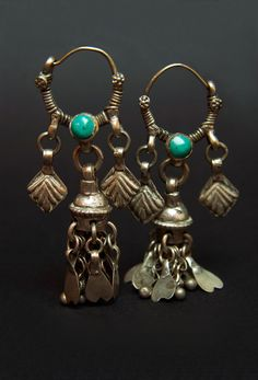 Kuchi old silver and turquoise stone earrings. Afganistán