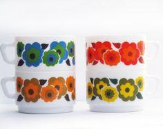 1970 kitchen: set of 4 milk glass coffee cups ot teacups, country flowers, scandinavian style, Arcopal ,   70s retro flowers bowls