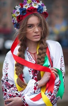 Sultry and colorful costume from Ukraine, from Iryna Folk Costume, Costumes, Mode Russe, Ethno Style, Ukraine Girls, Russian Beauty, Folk Fashion, Traditional Dresses, Lady