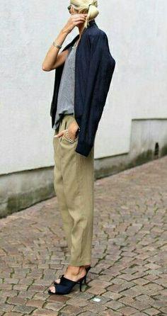 Be Only One #wiwt #whatiwore #todayimwearing #whatiworetoday #outfitoftheday #todaysoutfit #falloutfits #fallfashion #winteroutfits #winterfashion  #styles #outfitpost #fashionpost #purse #dress #ootdshare