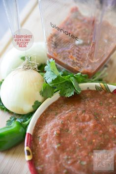 Five Ingredient Blender Salsa // Want restarant style salsa but don't have a lot of time on your hands? This quick & easy recipe only requires FIVE ingredients and can be whipped together in no time with the help of your high speed blender! Healthy Side Dishes, Side Dish Recipes, New Recipes, Favorite Recipes, Healthy Recipes, Whole30 Recipes, Amazing Recipes, Delicious Recipes, Yummy Food