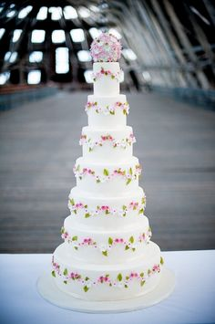 Adorable tall wedding cake with dainty floral accents Tall Wedding Cakes, Types Of Wedding Cakes, Amazing Wedding Cakes, Elegant Wedding Cakes, Poker Cake, Scandinavian Wedding, Different Types Of Cakes, Cake Art, Beautiful Cakes