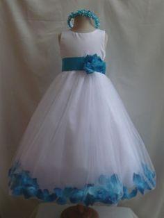 wedding idea for the little flower girl