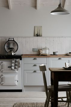 Take a look at the Allendale Dove Grey Kitchen. Part of the Shaker Collection from Howdens Joinery.