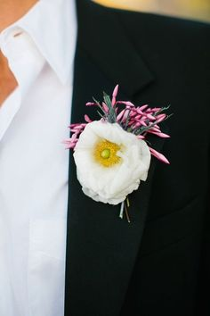 Stunning 30+ Incredible Boutonniere Wedding Ideas https://weddmagz.com/30-incredible-boutonniere-wedding-ideas/