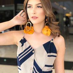 Duas tendências que amamos   Midi e Listras  #vestidomidi #moderno #fashion #elegante #estiloso... Drop Earrings, Fashion, Stripes, Trends, Style, Trendy Tree, Elegant, Moda, Fashion Styles