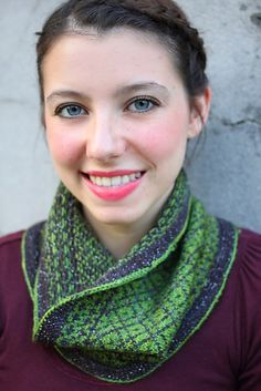 Ravelry: Chateau de Versailles Cowl pattern by Lara Neel