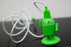 Andru USB phone charger: Charming and useful for any Android fan. We need these at #deelioZ HQ