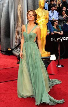 Absolutely. Love. Maria Menounous's #Oscars dress. #bostongirlsdoitbetter