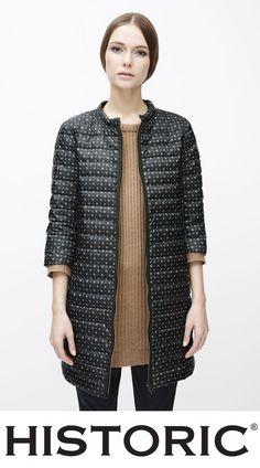 Per un'eleganza discreta, ma che non passa inosservata, kathrine Coat, il piumino in nylon ultraleggero e idrorepellente stampato è perfetto per un look glamour e cittadino.   #modadonna #fashion #historic #womenfashion