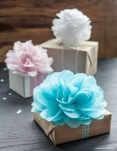 Tissue Pom Pom Gift Toppers These pretty DIY Tissue mini pom poms or tissue paper flower gift toppers easy to make with my full tutorial.These pretty DIY Tissue mini pom poms or tissue paper flower gift toppers easy to make with my full tutorial. Tissue Pom Poms, Tissue Paper Flowers, Diy Flowers, Paper Poms, Tulle Poms, Tulle Tutu, Tissue Paper Wrapping, Paper Ribbon, Creative Gift Wrapping