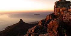 Table-Mountain- Sunset-Top place for your Valentine's Day Car Station, Mountain Sunset, Table Mountain, Top Place, Future Travel, Monument Valley, Beautiful Pictures, How To Memorize Things, Bubbles