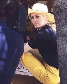 As perfect today as when shot in Catherine Deneuve filming La Chamade 1968 Catherine Deneuve, Looks Street Style, Street Style Women, Ysl, Blind Girl, Roman Polanski, French Actress, Brigitte Bardot, Movie Stars