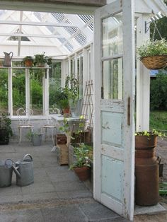 FleaingFrance.....garden love, I want an old door.