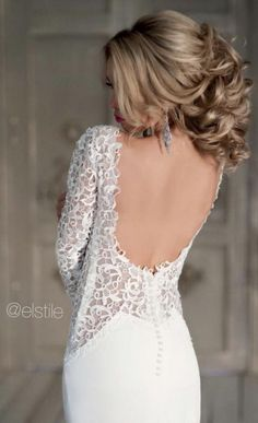 Wedding dress and hairstyle idea via Elstile / http://www.himisspuff.com/bridal-wedding-hairstyles-for-long-hair/43/