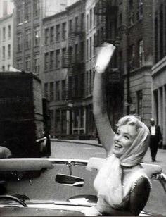Marilyn Monroe waves goodbye. Photo: Sam Shaw, 1957.