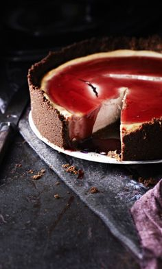Mulled Wine Cheesecake - STOP it! Too delicious Just Desserts, Dessert Recipes, Scandinavian Food, Tasty, Yummy Food, How Sweet Eats, Let Them Eat Cake, I Love Food, Sweet Recipes